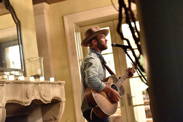 Drake White Pre-Event Cocktail Reception Hosted by Jenny Belushi and Shannon Rotenburg, Featuring an Acoustic Performance by Drake White