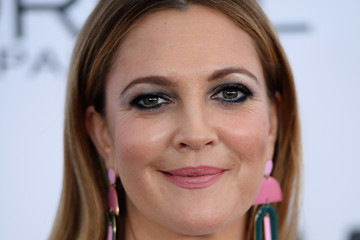 Drew Barrymore Glamour Celebrates 2017 Women of the Year Awards - Arrivals
