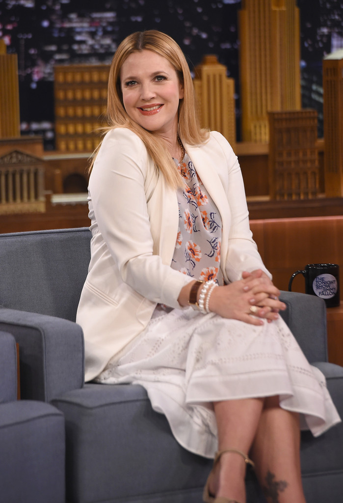 Drew barrymore pictures drew barrymore visits the tonight show