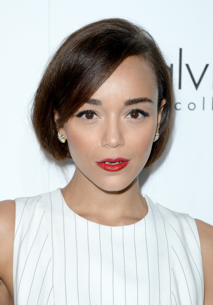 http://www2.pictures.zimbio.com/gi/ELLE+20th+Annual+Women+Hollywood+Celebration+_ESprZphfLox.jpg
