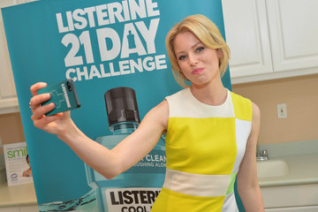 Elizabeth Banks Elizabeth Banks Teams Up with Listerine