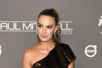 Elizabeth Chambers The 2018 Baby2Baby Gala Presented By Paul Mitchell Event - Arrivals