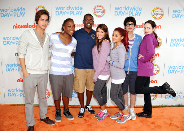 Elizabeth Gillies - Nickelodeon Celebrates Largest Ever Worldwide Day Of Play In Washington, Around The World - Orange Carpet