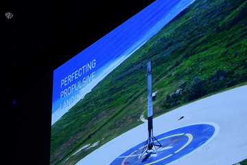 Elon Musk Elon Musk Presents SpaceX Plans to Colonise Mars