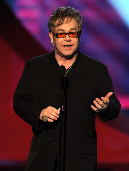 http://www2.pictures.zimbio.com/gi/Elton+John+2011+People+Choice+Awards+Show+h-B_H0sa0Qql.jpg
