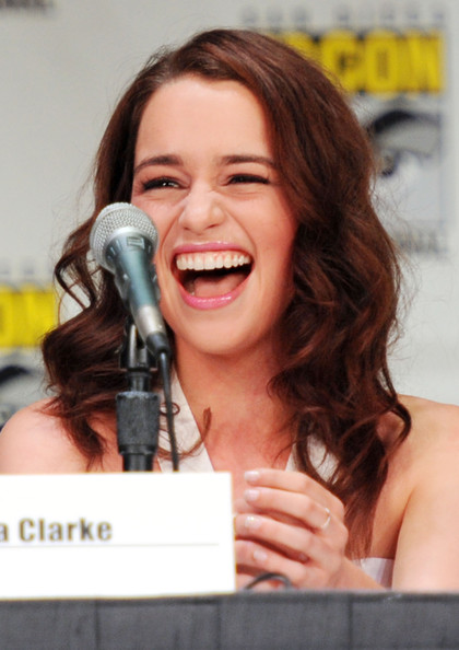 Conventions et autres sorties Emilia+Clarke+HBO+Game+Thrones+Panel+Comic+U4AtG_hXDfnl