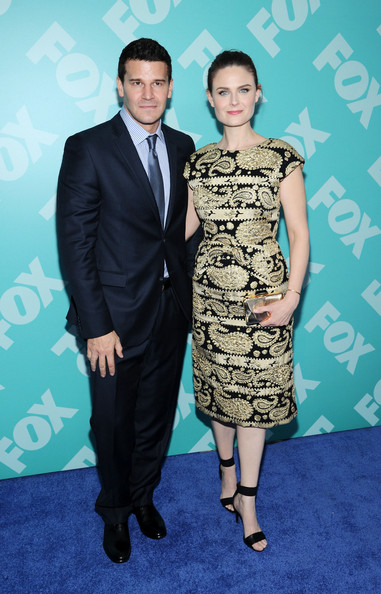 Who is emily deschanel dating 2012. Dating for one night.