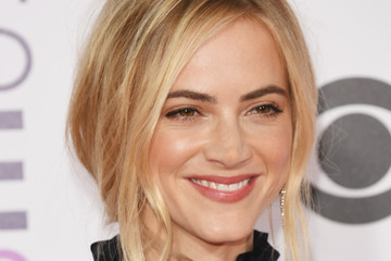 Emily Wickersham People's Choice Awards 2017 - Arrivals