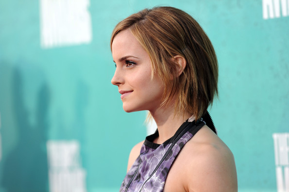 http://www2.pictures.zimbio.com/gi/Emma+Watson+2012+MTV+Movie+Awards+Arrivals+0ZFth1lg-rwl.jpg