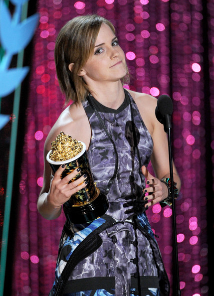 http://www2.pictures.zimbio.com/gi/Emma+Watson+2012+MTV+Movie+Awards+Show+7sV9I-1ZxCyl.jpg