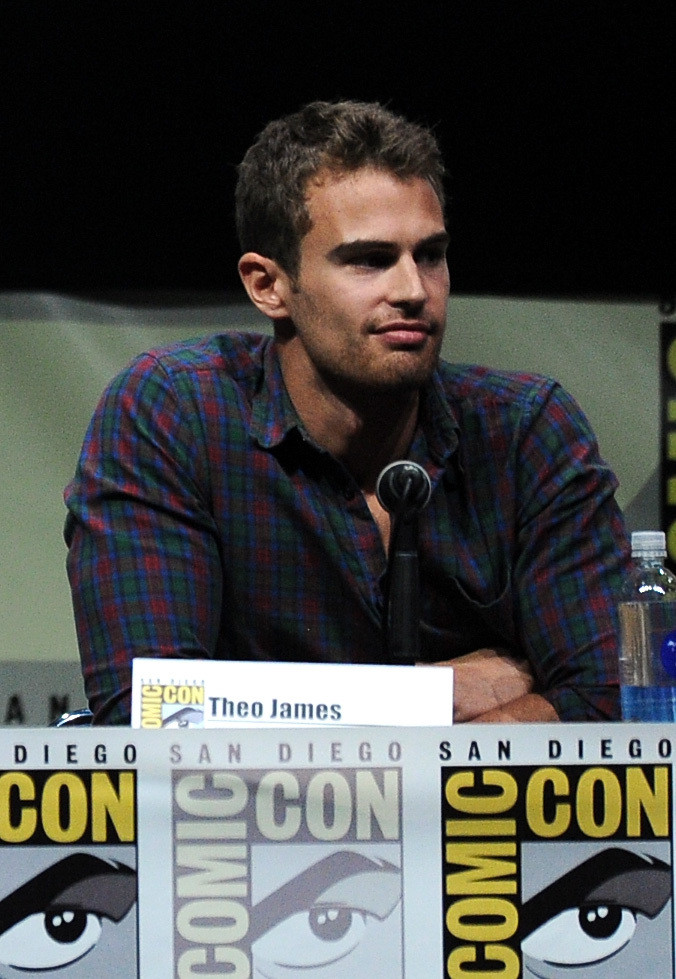 theo james photos photos comic con panels for 39 ender 39 s game 39 and 39 divergent 39 zimbio. Black Bedroom Furniture Sets. Home Design Ideas
