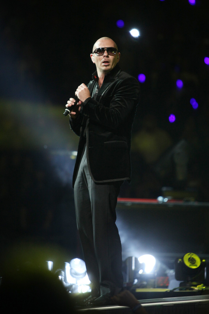 Pitbull Photos Photos Enrique Iglesias In Concert Zimbio