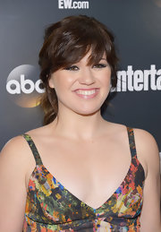 Kelly Clarkson swept her hair back into a casual ponytail for the Upfront VIP party.