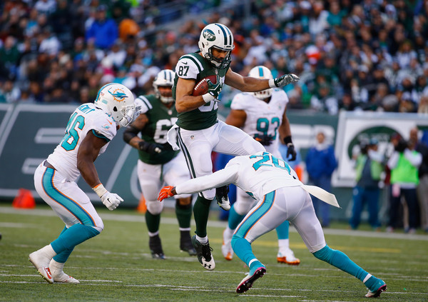 Miami Dolphins v New York Jets [player,sports,gridiron football,canadian football,team sport,sprint football,ball game,american football,eight-man football,football gear,eric decker,reshad jones 20,catch,metlife stadium,new jersey,east rutherford,new york jets,miami dolphins,neville hewitt 46,game]