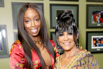 Estelle Bumble Presents BET Her Awards
