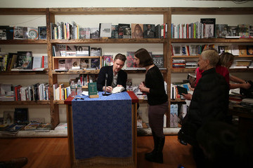 Ethan Hawke Ethan Hawke Signs Copies of 'Rules for a Knight'