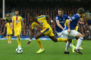 Wilfried Zaha of Crystal Palace is challanged by Seamus Coleman of Everton and Gylfi Sigurdsson of Everton during the Premier League match between Everton FC and Crystal Palace at Goodison Park on October 21, 2018 in Liverpool, United Kingdom.
