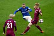 Wayne Rooney of Everton battles with Kevin De Bruyne of Manchester City during the Premier League match between Everton and Manchester City at Goodison Park on March 31, 2018 in Liverpool, England.