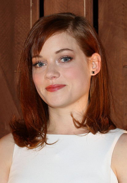 Jane Levy chose a soft red lip gloss to bring out the natural pinky tones of her skin.