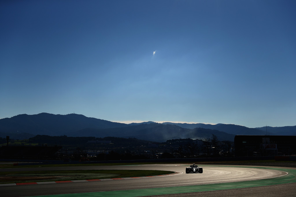[Imagen: F1+Winter+Testing+Barcelona+Day+Two+oaDnewy4W-ex.jpg]