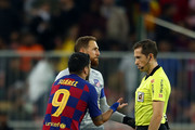 Luis Suarez of Barcelona  argues with referee Jose Luis Gonzalez Gonzalez after the half time whistle during the Supercopa de Espana Semi-Final match between FC Barcelona and Club Atletico de Madrid at King Abdullah Sports City on January 09, 2020 in Jeddah, Saudi Arabia.