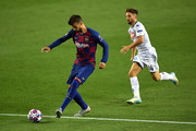 Gerard Pique of Barcelona . controls the ball as Dries Mertens of SSC Napoli looks on during the UEFA Champions League round of 16 second leg match between FC Barcelona and SSC Napoli at Camp Nou on August 08, 2020 in Barcelona, Spain.
