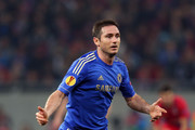 Frank Lampard of Chelsea looks for options during the UEFA Europa League Round of 16 match between FC Steaua Bucuresti and Chelsea at the National Arena on March 7, 2013 in Bucharest, Romania.