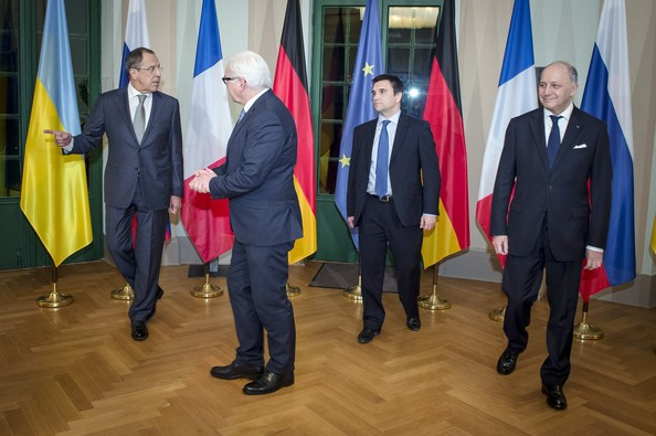 Foreign minister laurent fabius attend talks on diffusing the current