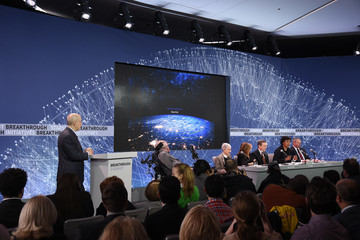 Freeman Dyson Yuri Milner and Stephen Hawking Host Press Conference to Announce Breakthrough Starshot