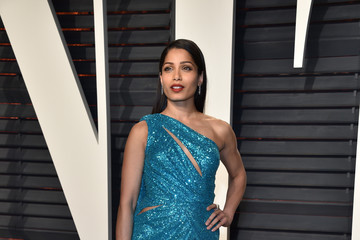 Freida Pinto 2017 Vanity Fair Oscar Party Hosted By Graydon Carter - Arrivals