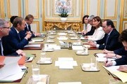 French President Francois Hollande (R), flanked by French Environment Minister Segolene Royale (2nd R), attends a meeting with European Council President Donald Tusk (2nd L) at the Elysee Palace in Paris, on June 27, 2016. .Britons voted by 52 percent to 48 percent in favour of leaving the European Union in a vote that sent shockwaves through the financial markets, toppled Cameron and put world leaders in crisis mode. / AFP / POOL / JACKY NAEGELEN