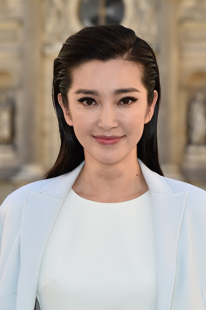 Li Bingbing Photos Photos Front Row At Christian Dior