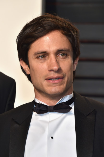 Gael Garcia Bernal Photos Photos - 2017 Vanity Fair Oscar ...