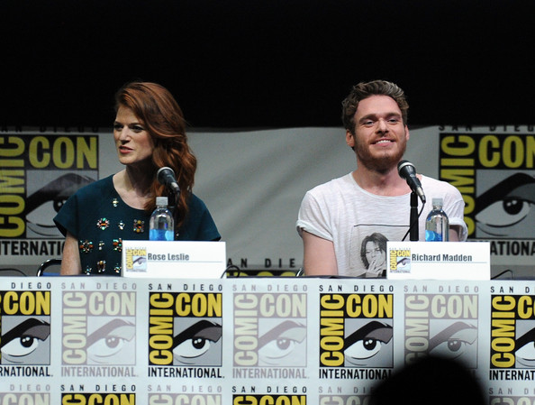 http://www2.pictures.zimbio.com/gi/Game+Thrones+Panel+Comic+Con+International+DJJtDIArwIfl.jpg