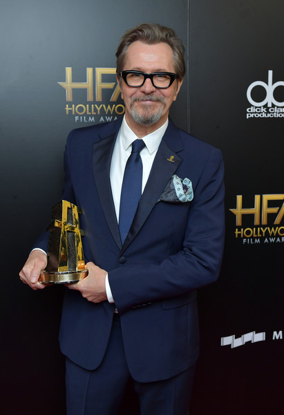 http://www2.pictures.zimbio.com/gi/Gary+Oldman+21st+Annual+Hollywood+Film+Awards+1a7LlsBSjiDl.jpg