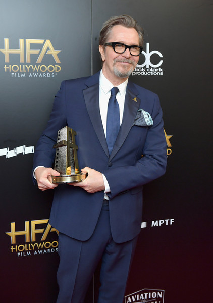 http://www2.pictures.zimbio.com/gi/Gary+Oldman+21st+Annual+Hollywood+Film+Awards+HxDEbq0rFcYl.jpg