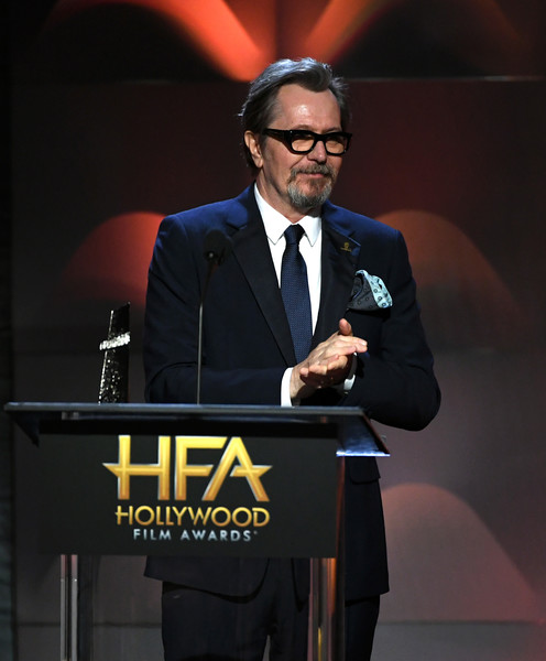 http://www2.pictures.zimbio.com/gi/Gary+Oldman+21st+Annual+Hollywood+Film+Awards+IIjKiL9wXIUl.jpg
