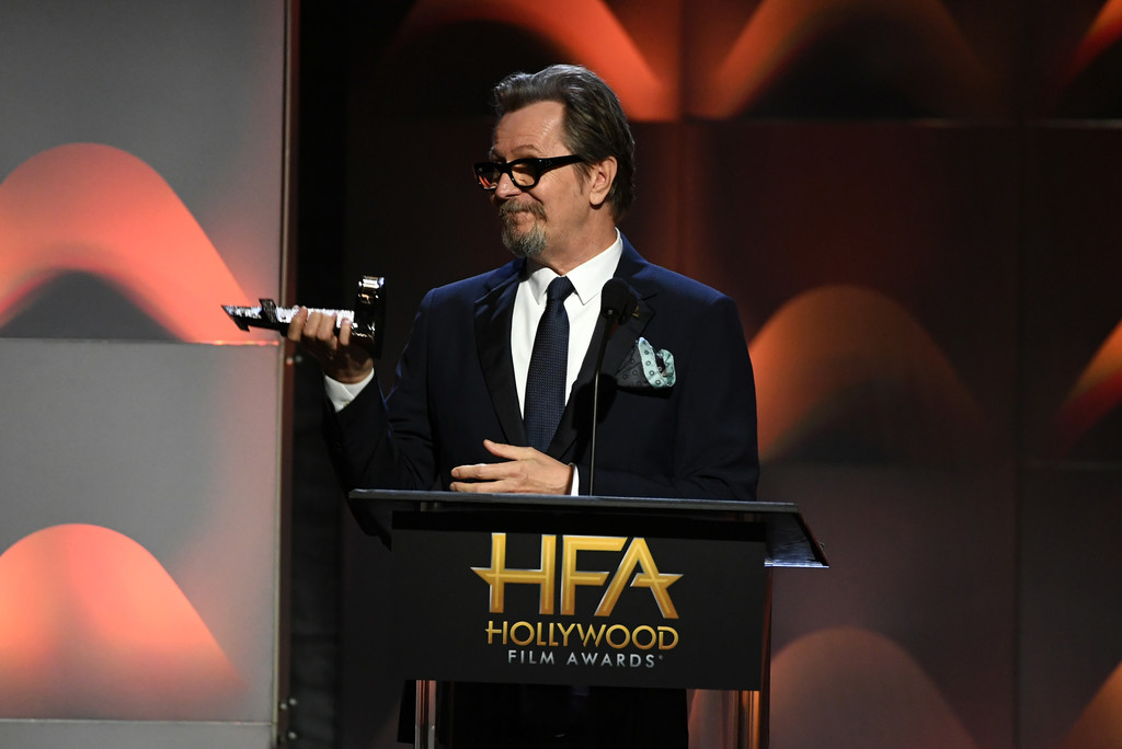http://www2.pictures.zimbio.com/gi/Gary+Oldman+21st+Annual+Hollywood+Film+Awards+mir6iBWX2X2x.jpg