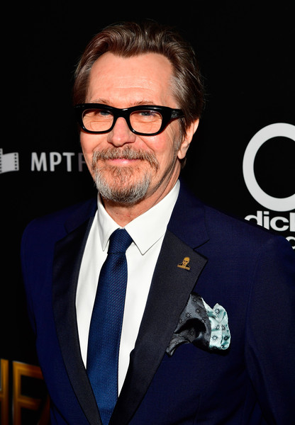 http://www2.pictures.zimbio.com/gi/Gary+Oldman+21st+Annual+Hollywood+Film+Awards+nMENMHHybjrl.jpg
