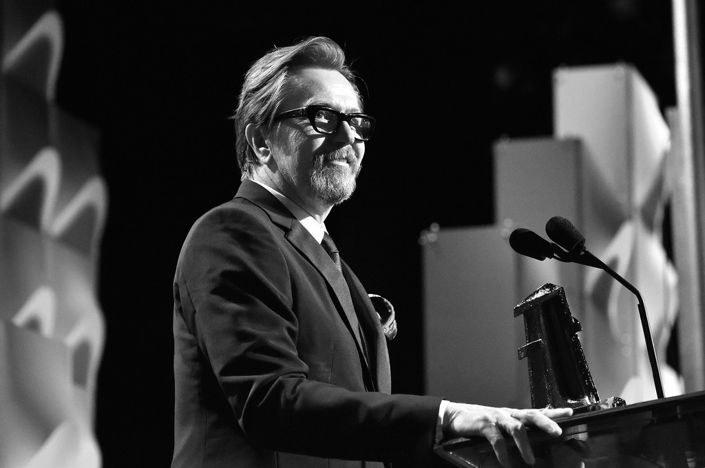 http://www2.pictures.zimbio.com/gi/Gary+Oldman+21st+Annual+Hollywood+Film+Awards+pwfgEXffIXTx.jpg