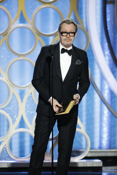 http://www2.pictures.zimbio.com/gi/Gary+Oldman+76th+Annual+Golden+Globe+Awards+R2MZ_842c4Kl.jpg
