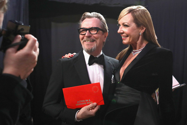 http://www2.pictures.zimbio.com/gi/Gary+Oldman+91st+Annual+Academy+Awards+Backstage+PigMBzXx-08l.jpg
