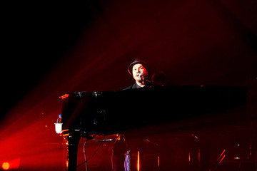 Gavin Degraw Billy Joel And Gavin DeGraw In Concert At The MGM Grand