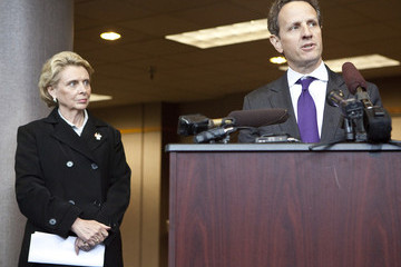 Chris Gregoire Geithner Tours Boeing Plant And Port Of Tacoma