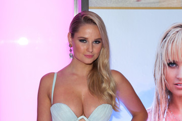 Genevieve Morton Sports Illustrated Hosts Club SI Swimsuit At LIV Nightclub Fontainebleau Miami Beach - Inside
