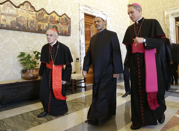 Pope and Top Imam Hold Historic Meeting