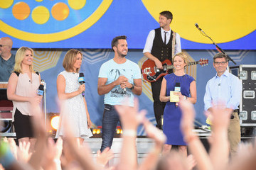 George Stephanopoulos Amy Robach Luke Bryan Performs on 'Good Morning America'