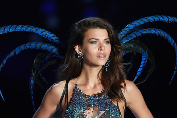 Georgia Fowler Swarovski Sparkles in the 2017 Victoria's Secret Fashion Show