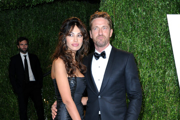 Gerard Butler Madalina Ghenea 2013 Vanity Fair Oscar Party Hosted By Graydon Carter - Arrivals
