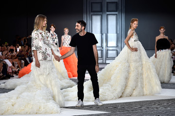 Giambattista Valli Giambattista Valli : Runway - Paris Fashion Week - Haute Couture Fall/Winter 2015/2016